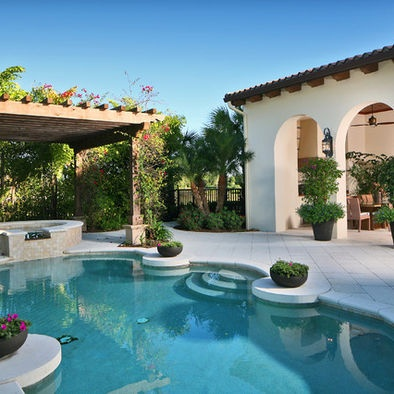 405 best spanish style images on pinterest for Spanish courtyard ideas