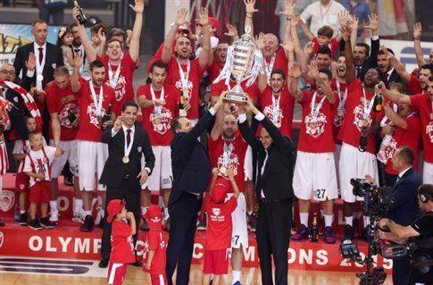 Μαγική φιέστα του Ολυμπιακού στο ΣΕΦ για τον 12ο τίτλο.