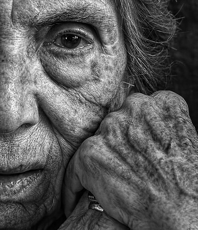 Tony Luciani schafft rehabilitative Portraits seiner älteren Mutter
