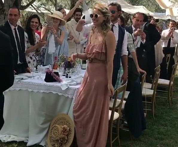Beatrice Borromeo And Pierre Attend Their Friend S Wedding In 2020 Beatrice Borromeo Luisa Beccaria Beatrice