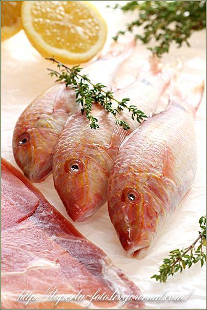 """К рыбному раунду не успела, но это очень вкусно! В роли мелочи - барабулька, в роли хамона - прошутто:) слова из книги Гастронома """"Про рыбу"""" Заворачивать рыбу в…"""