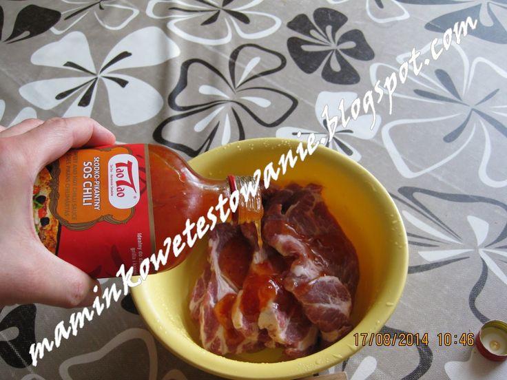 Maminkowe Testowanie i Porady: Sos to delikatne połączenie pikantności ze słodką nutą.  Danie główne : karkóweczka polana sosem i pieczona w woreczku - gorąco polecam.