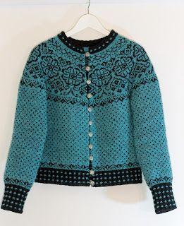 Her finner du mine håndarbeidsprosjekter og noen strikkemønstre som jeg designer.