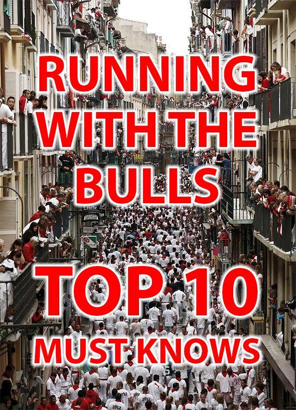 Pamplona es popular para las corridas de los toros. Las personas y los toros corren en las calles of Pamplona todos los años.