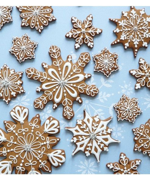 Snowflakes by Peggy Porschen taken from 'Cookies' - pubnlished by Quadrille (£6.99) http://www.peggyporschen.com/cookies