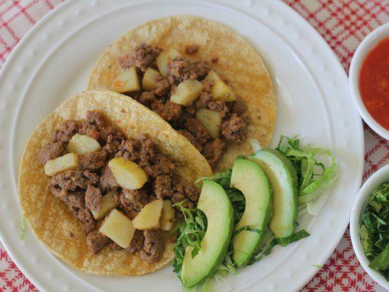 Taco Tuesday: Tacos de Carne Molida y Papas - QueRicaVida.com