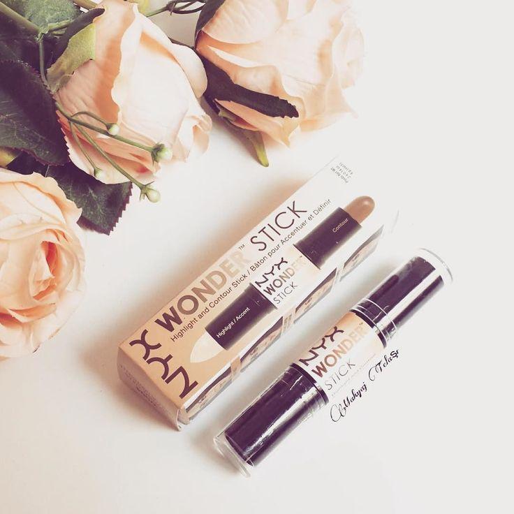 O Wonder Stick da Nyx é um produto em formato de bastão que funciona de um lado como contorno e do outro como iluminador. Tem um acabamento cremoso que esconde destaca e contorna com facilidade.  Pronta entrega - Envio imediato para todo o Brasil.  Produto e valor disponível em nosso site: http://ift.tt/1U5CutS  #vaiearrasa #temnavaiearrasa #nyx #contorno #iluminador #pelediva #kimkardashian #importado #maquiagem #praarrasar #produtotop #beleza #comprasonline