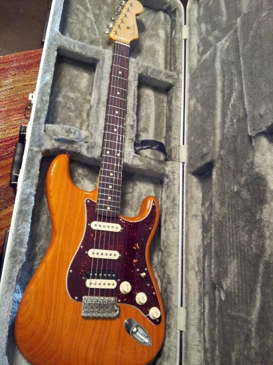 Beautiful fender Mexican stratocaster (aka my new love), humbucker pickup, rosewood fretboard
