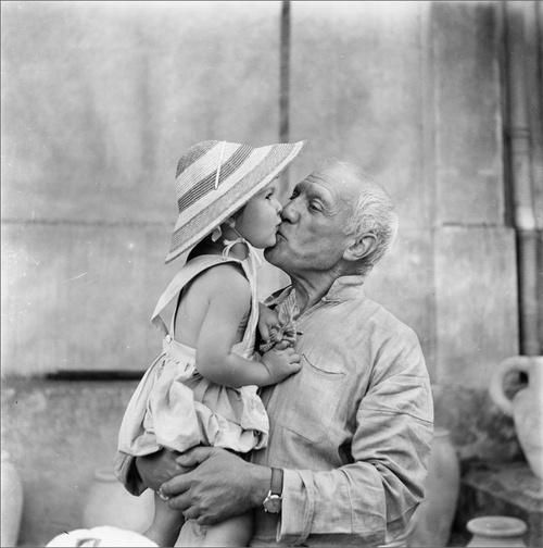 Pablo Picasso kisses his daughter Paloma
