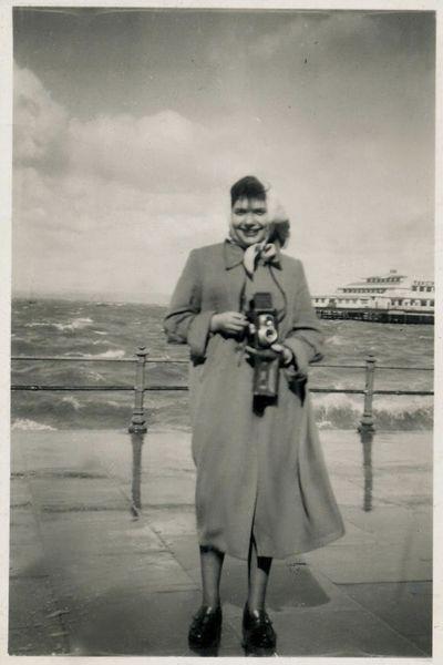YILDIZ MORAN - Türkiye'nin akademik eğitim almış ilk kadın fotoğrafçısı Yıldız Moran (1932-1995) geniş kapsamlı olarak ilk kez sanatseverlerle 27 Kasım 2013 – 19 Ocak 2014 tarihleri arasında Pera Müzesi'nde buluşuyor.