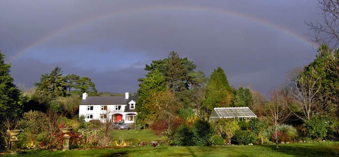 B & B near Batry West Cork: Ballycommane House & Garden house and perfect garden with loads of exotic plants