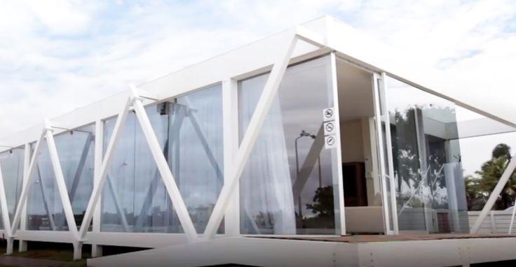Casa 1 - Tecnologia com Fio. Por: Gregório e Olímpia Repsold. A escolha de materiais como o aço, vidros e painel Wall segue tendências mundiais de melhor aproveitamento de recursos naturais. #casaviva #habitatnacasaviva #arquitetura
