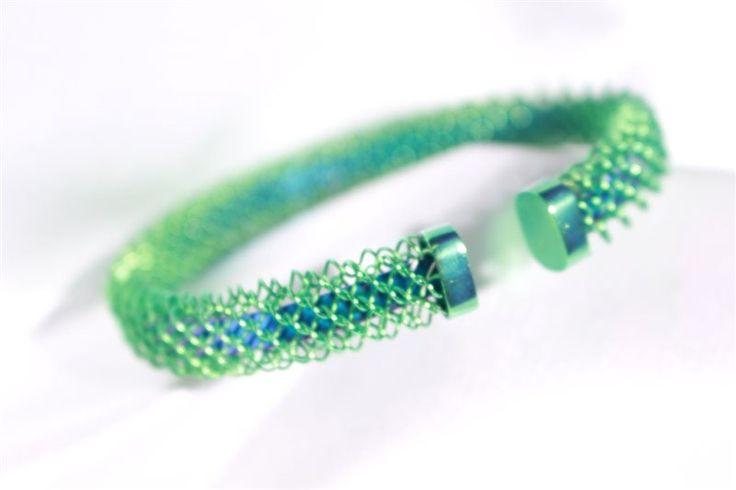 bracciale in titanio colorato in maglia larga milanese ticoloro