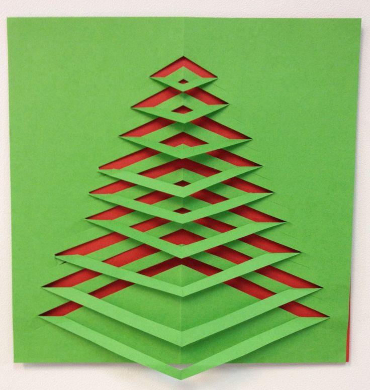 Kerstboom knippen. Dubbel gevouwen papier en scheef inknippen aan de vouwkant, steeds dieper in het papier. Papier open vouwen en om en om van onderaf de stroken omvouwen. Leuk met een ander kleur papier of aluminiumfolie erachter.