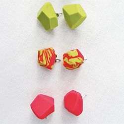 Make your own DIY geometric earrings with polymer clay.  So easy!