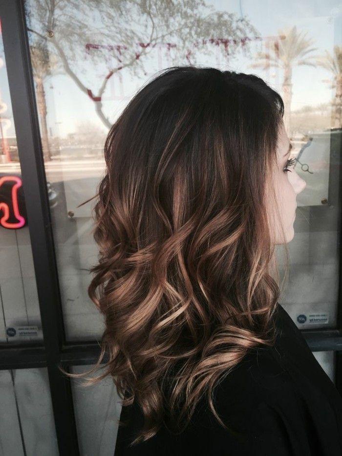 Idée Tendance Coupe & Coiffure Femme 2017/ 2018 : Balayage blond ou caramel pour vos cheveux châtains