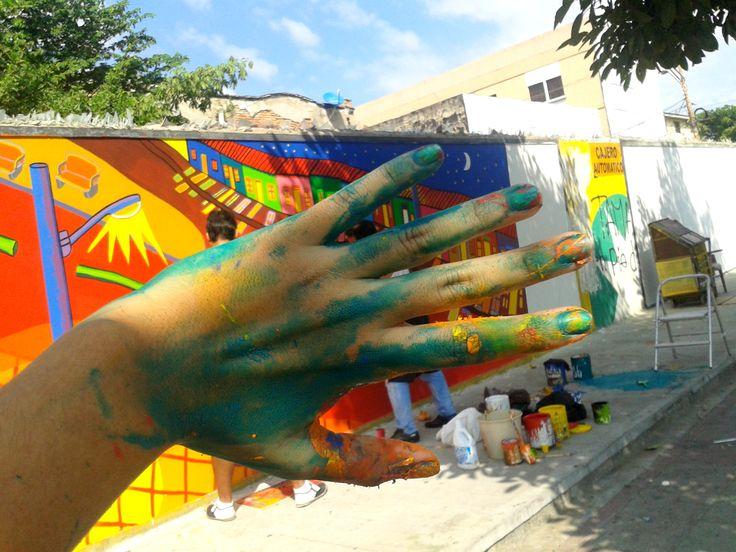 Pobre de mi mano hahaha... dias antes de terminar el mural.