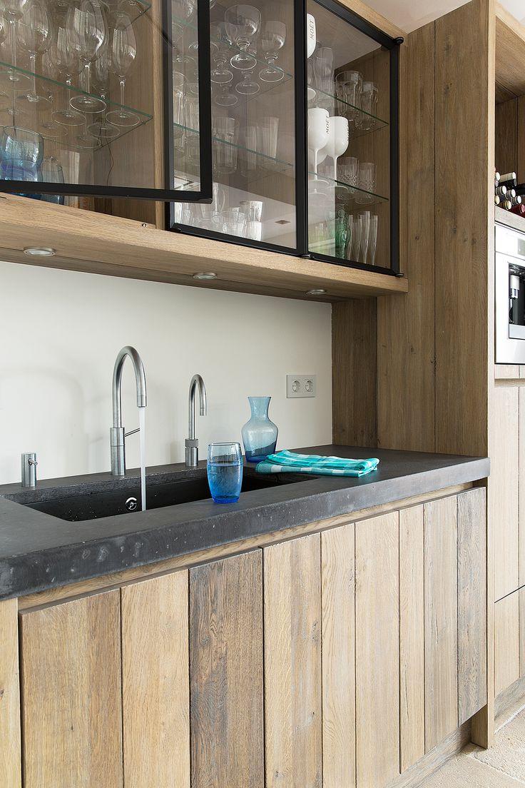 hout met beton keuken