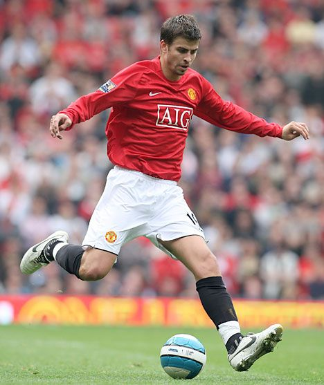 gerard pique... any man playing soccer.. oh my (i shouldn't finish that sentence :D) #UEFA #soccer: Ohh Gerard, Plays Soccer, United 1990 Presents, Men United, Gerard Piqué, Men Plays, Pique Manchester, Gerard Pique, Manchester United
