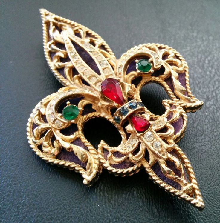 Green Costume Jewellery: Vtg Signed ART Red Green Purple Crystal Fleur Lys Brooch 2
