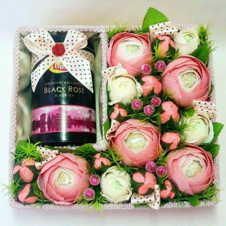 Купить или заказать Букет  из конфет в коробке в интернет-магазине на Ярмарке Мастеров. Яркий букет из конфет. В составе конфеты 'Nue' и 'Осенний вальс ' Композиция дополнена искусственными цветами, лентами. Букет из конфет послужит прекрасным и оригинальным подарком на день рождения, 8 марта, свадьбу и порадует любую девушку. Букет может быть выполнен с другими конфетами по Вашему выбору ('Осенний вальс', 'Трюфель', 'Марсианка', 'Феорреро Роше', 'Рафаэлло') С радостью изготовлю для Вас…