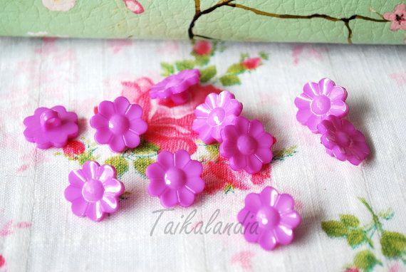 Lilac Flower Buttons, Flower Shank Buttons, 15mm Buttons, Violet Flower Shaped Buttons, Plastic Flower Buttons. Craft Buttons, Lilac Flowers