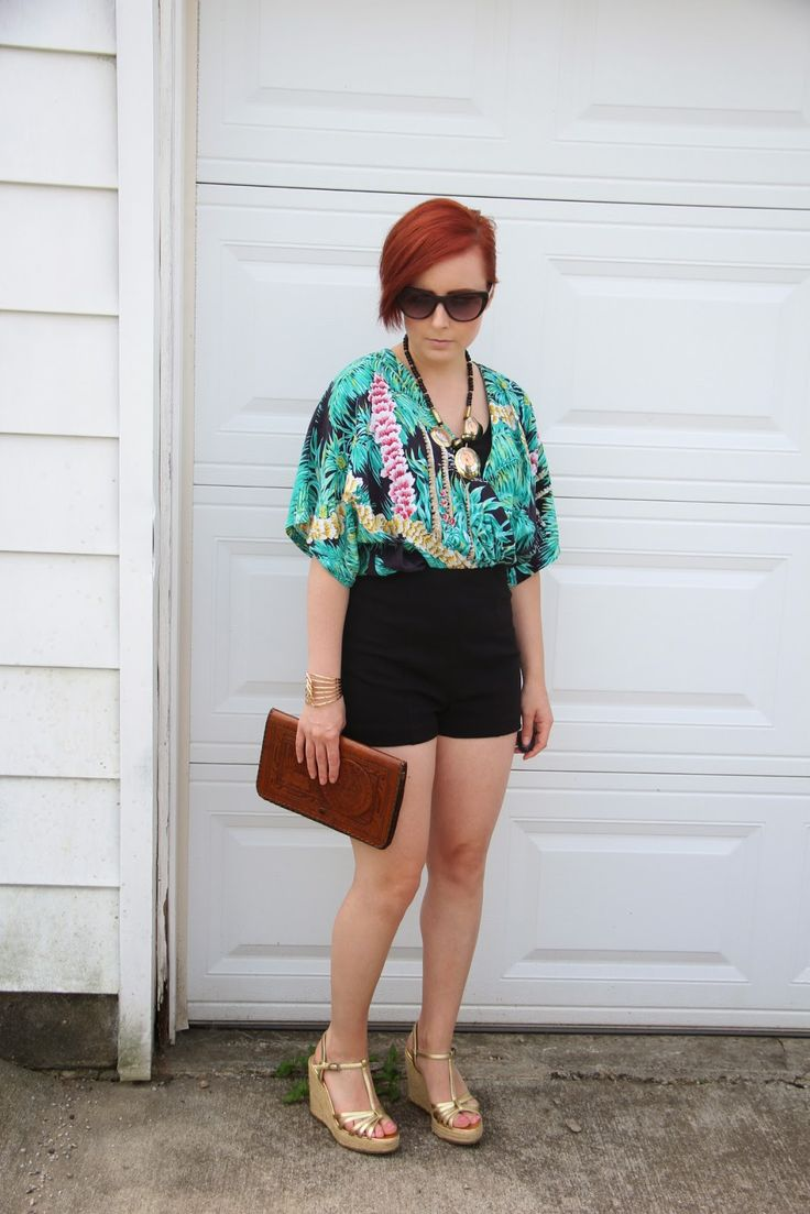 love how she styled this vintage hawaiin shirt