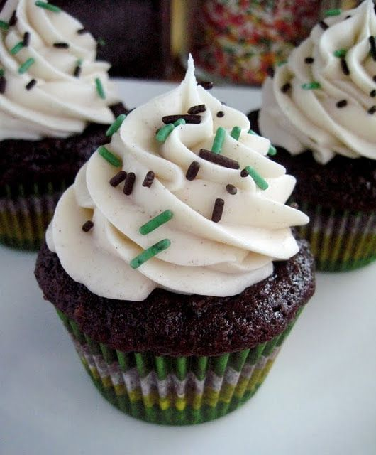 Chocolate Zucchini Cupcakes for St. Patrick's Day!Cupcakes Stuff, Cupcakes Obsession, Cupcakes Ideas, Cinnamon Buttercream, Cupcakes Luv, Chocolates Cupcakes, Cups Cake, Chocolates Zucchini Cupcakes, Cupcakes Rosa-Choqu