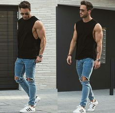 As camisetas regatas masculinas ficam ótimas com calça jeans, ainda mais destroyed.