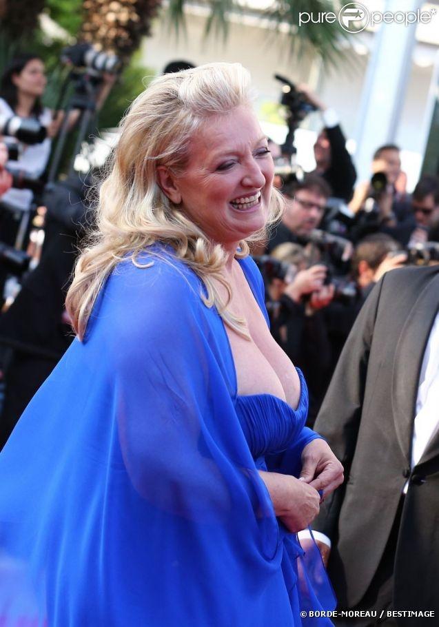 Charlotte de Turckheim sur les marches du Festival de Cannes, le 26 mai 2012.