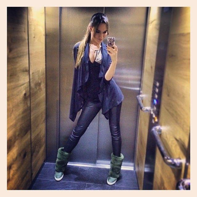 Короче ехать в лифте просто так-это попросту невозможно,особенно когда в нем большое зеркало во весь рост! ☝️Поэтому последний на сегодня #лифтолук и #гуднайт всем-всем-всем!  #какехатьвлифтепростотак #ялюблювас #зачемнуженлифт #селфипоукраински #чтосомной  #Padgram