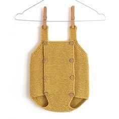 Aprende a tejer este precioso pelele a dos agujas de bebé con tutorial paso a paso y patrón gratis incluido. ¡Ideal para verano e invierno!