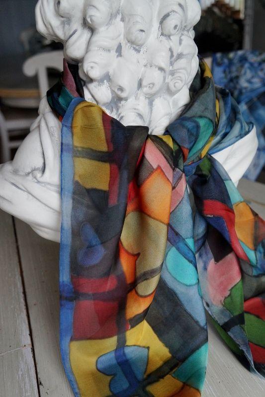Captivating hearts - Fängslande hjärtan. Luxurious silk scarf. Hand hem. Size 109x109. 100% silk chiffon. #luxurysilkscarf #caritakdesign #caritaholmbergdesign #caraff #hearts #silk #fashion #wearableart #beautiful #gifts #artistscarf #silk #stockholm