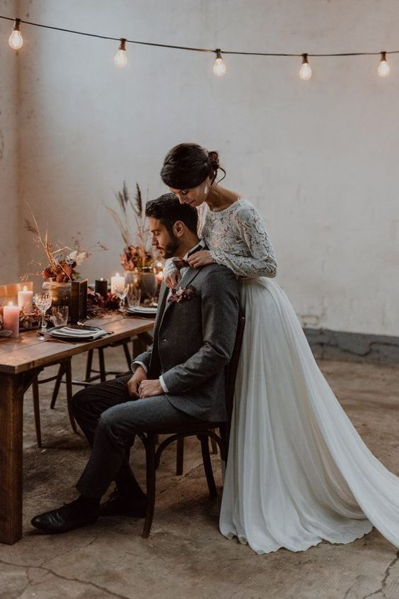 Burgundy and Black Fall Marriage ceremony Inspiration at Papiermühle Homburg