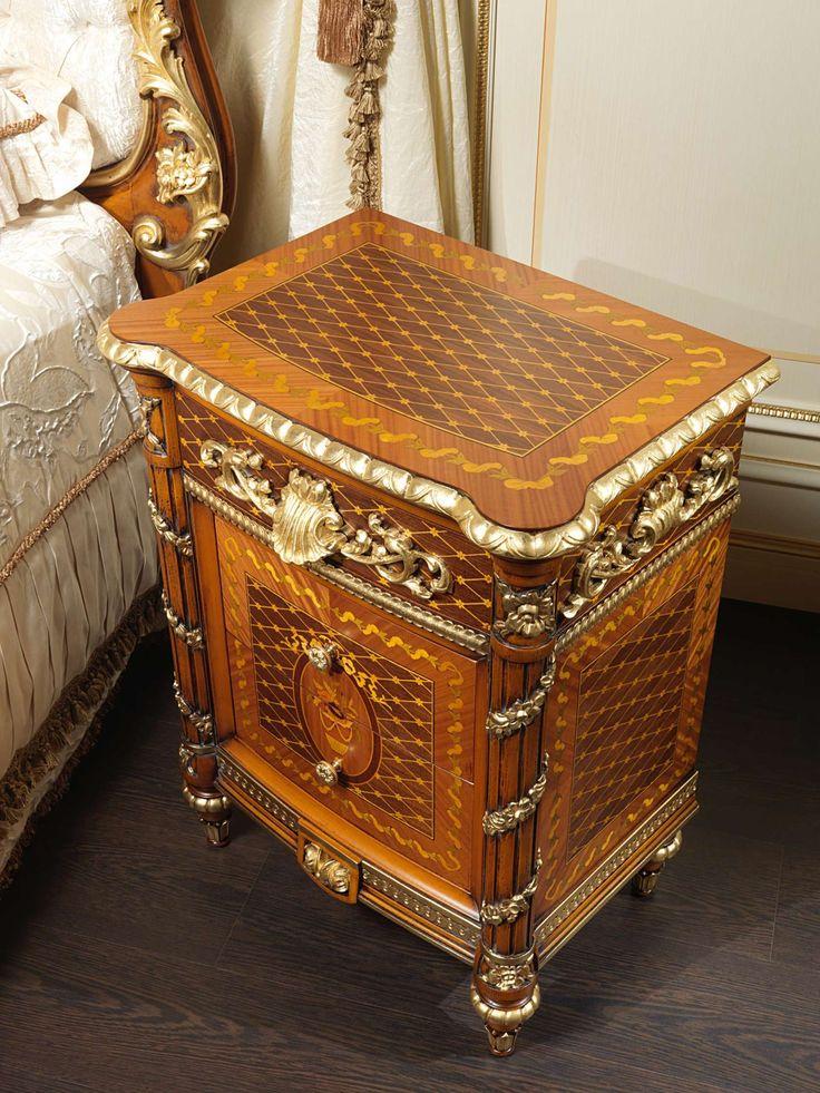 Walnut bedroom furniture Louis XVI Noce e Intarsi art. 2011 | Vimercati Classic Furniture