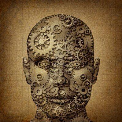Potenza della creatività umana con la testa sul davanti fatto di ingranaggi e ruote dentate su una texture grunge vecchia pergamena come simbolo di ingenuità e di business di successo o la salute Archivio Fotografico - 15206272