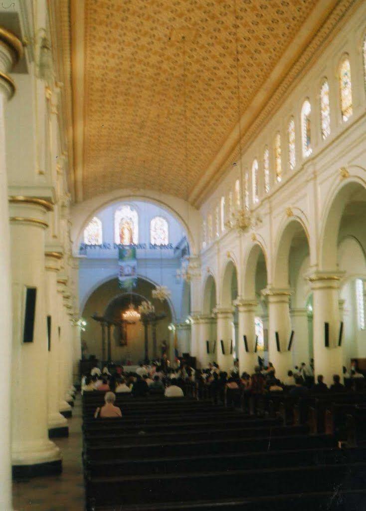 catedral de la sagrada familia bucaramanga, colombia   INTERIOR DE LA CATEDRAL DE LA SAGRADA FAMILIA BUCARAMANGA