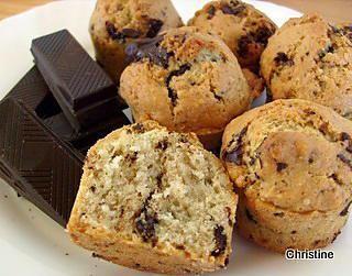 La meilleure recette de Petits gâteaux aux pépites de chocolat (pour utiliser vos blancs d'oeuf)! L'essayer, c'est l'adopter! 4.6/5 (12 votes), 21 Commentaires. Ingrédients: 100 gr de farine 50 gr de poudre d'amandes 75 gr de sucre 1 cc de levure 1 cc de cannelle 50 gr de beurre fondu 3 blancs d'oeuf 50 gr de chocolat concassé