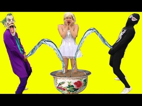 джокер и черный человек паук ссать вверх тело Эльза! Человек-паук видео смешной в реальной жизни - YouTube