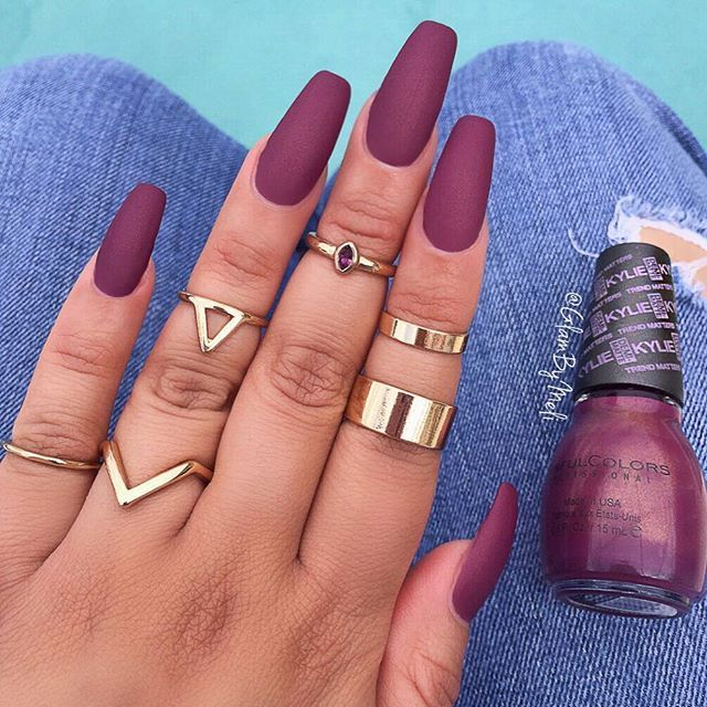 Tag your BFF  #ManiMonday  obsessed over this shade  @sinfulcolors_official @kyliejenner nail polish collab  #trendmatterscollection in the color (Krushed Velvet) $2.99 @walgreens ::  used @sally_hansen big matte top coat ~ I liked how the matte top looked better with the hints of sparkle, these are called her (Demi Mattes) ~ Rings @forever21 ~  Check out my #Snapchat GlamByMeli:::::: #nailporn #glambymeli #nailstagram #nails #kylie #sinfulcolorsprofessional #kingkyli...