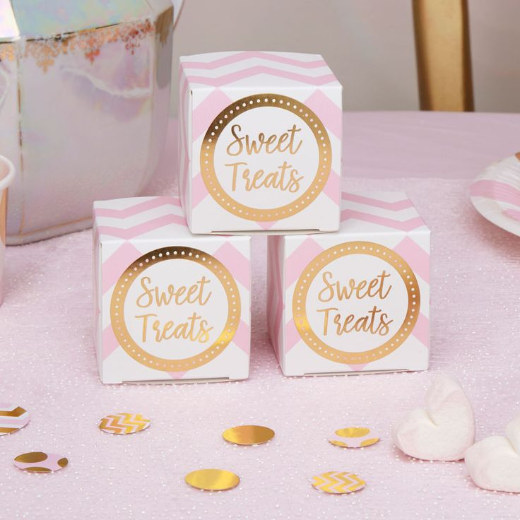 Pastel and metallic wedding and party favours, available in pastel blue and pastel pink. En trend with the metallic trend.