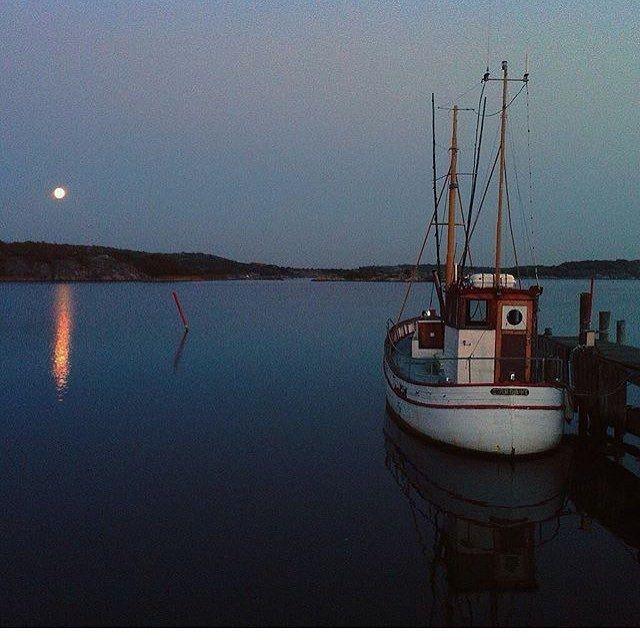 La Luna 🌕⚓️ Regram from @kurtlightner #lionsandcranes #lionsocranes #fullmåne #fullmoon #laluna #westcoast #västkust #brännö #swedishdesign #design #nordicdesign #nordicdecor #scandinaviandesign (på/i Brännö)