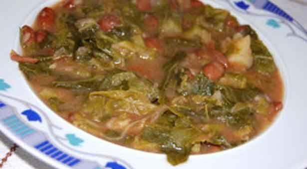 Το φαγητό αυτό πέρα απόεύγευστοείναι πολύ υγιεινό και διαιτητικό. Υλικά: 0,5κιλό ξερά φασόλια μπαρμπούνια 1,5 κιλό μαύρα λάχανα μέτρια κομμένα 1 κούπα ελαιόλαδο 2 κουταλιές σούπας πελτέ 2-3 μέτρια κρεμμύδια αλάτι κατά προτίμηση μπούκοβο κατά προτίμηση στο σερβίρισμα Εκτέλεση: Βράζουμε ξεχωριστά τα λάχανα και τα φασόλια μέχρι να ψηθούν και τα σουρώνουμε πετώντας το νερό. ...
