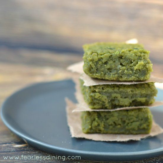 Matcha Green Tea Mochi is an easy, sweet treat to make. #glutenfree #mochi
