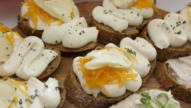 Chlebíčky se sýrovou pěnou