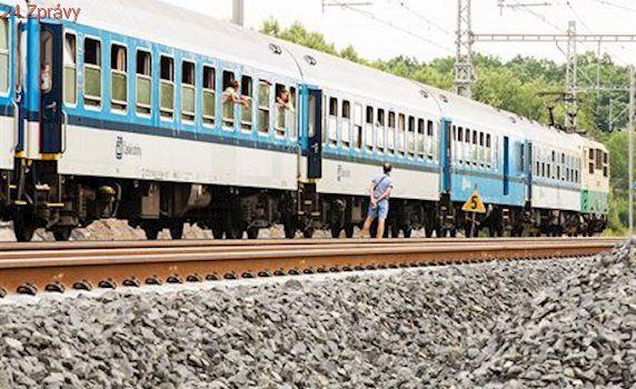 Na páteřní trati Praha-Kolín málem srazily dva protijedoucí vlaky. Od soboty podruhé