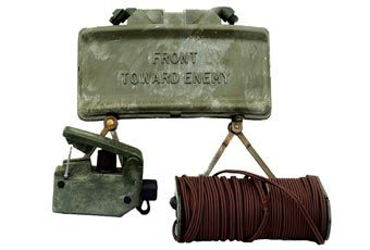 M18A1 Claymore The claymore mine is a frag munition that contains 700 steel balls and 682 grams of composition C4 explosive