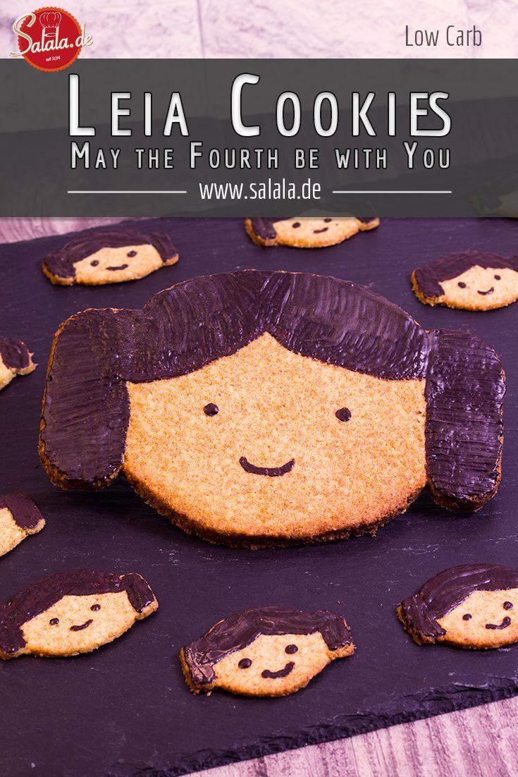 """Leia Cookies – May the fourth be with you  Eigentlich sollte ich für die Leia Cookies ja einen SEO-trächtigen Artikel schreiben. Aber wie baut man die Phrase """"Leia Cookies"""" so oft in einen Text ein, ohne dass es erzwungen wirkt? Richtig. Überhaupt nicht. Leia Cookies. Pah.  Stattdessen, wie mir heute Nachmittag durch den Kopf ging, kann ich meine Gedanken zum Thema Star Wars zum Besten geben. Und *schrock!* Star Trek auch!  Kurz zum Datum: morgen ist Star Wars Tag. Die Welt verbiegt seit…"""