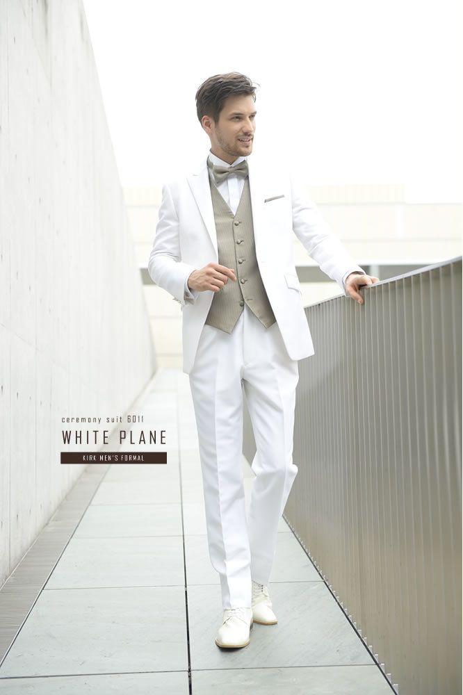 色合わせが好バランスな白タキシード♡ ハワイアンウェディングにおすすめの新郎衣装まとめ。