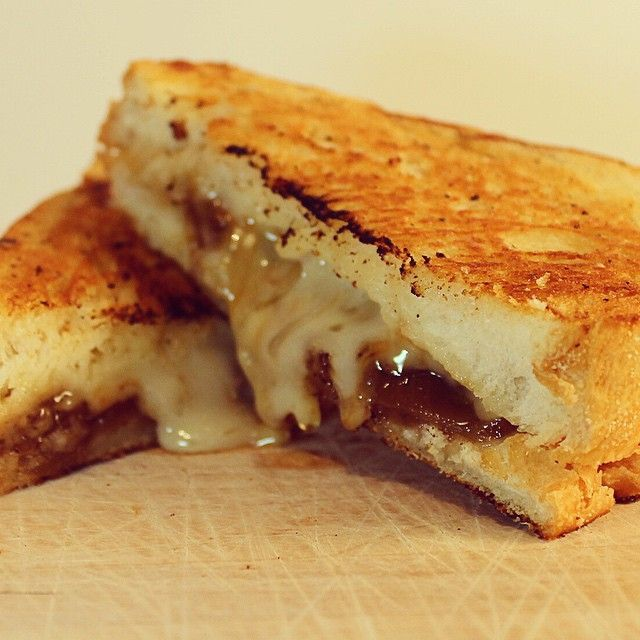 Rainy days call for comfort food. Today, it's a grilled cheese on french bread made with Pine River  Cheddar (marbled with caramelized onions), and my homemade confit onions. #simplepleasures #cdncheese #happy #comfortfood #grilledcheese #gooeygoodness